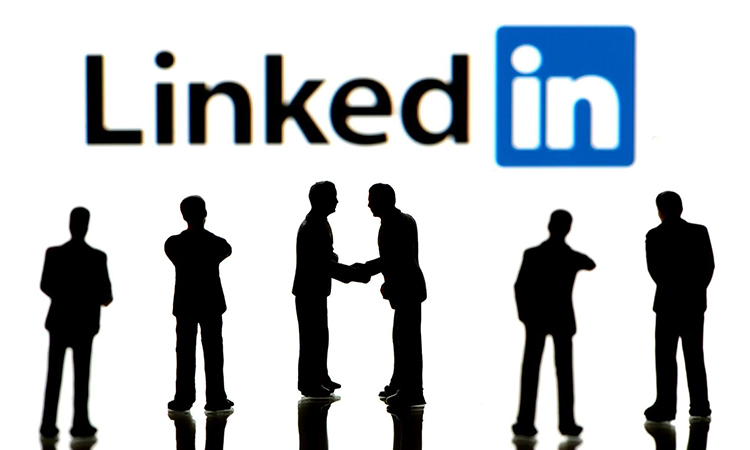 how to list freelance work on linkedin featured image